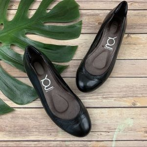 You by Crocs black leather round toe ballet flats